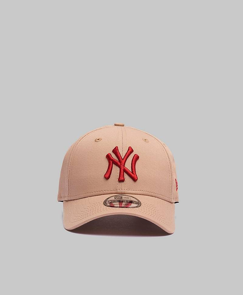 9Forty New York Yankees Camel/Red