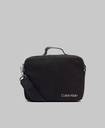 Calvin Klein Axelremsväska Multi Strap Reporter Black Svart