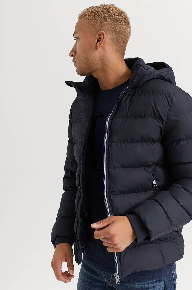 JAKKE D1. The Active Cloud Jacket