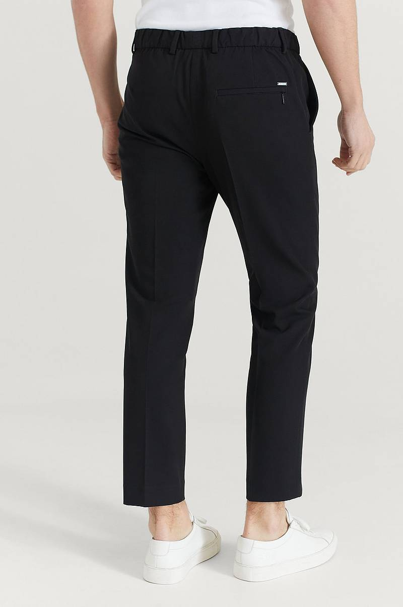 Habitbukser Light Techno Tapered Pants fra Calvin Klein med tapered pasform.