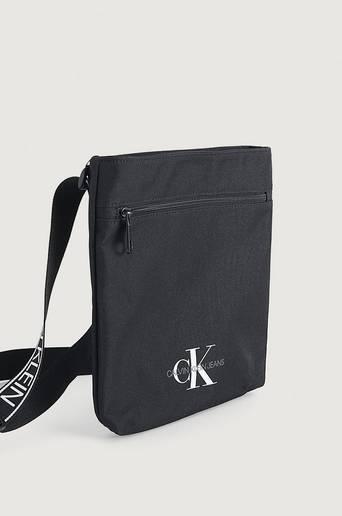 Calvin Klein Axelremsväska Flatpack W/PCKT Svart