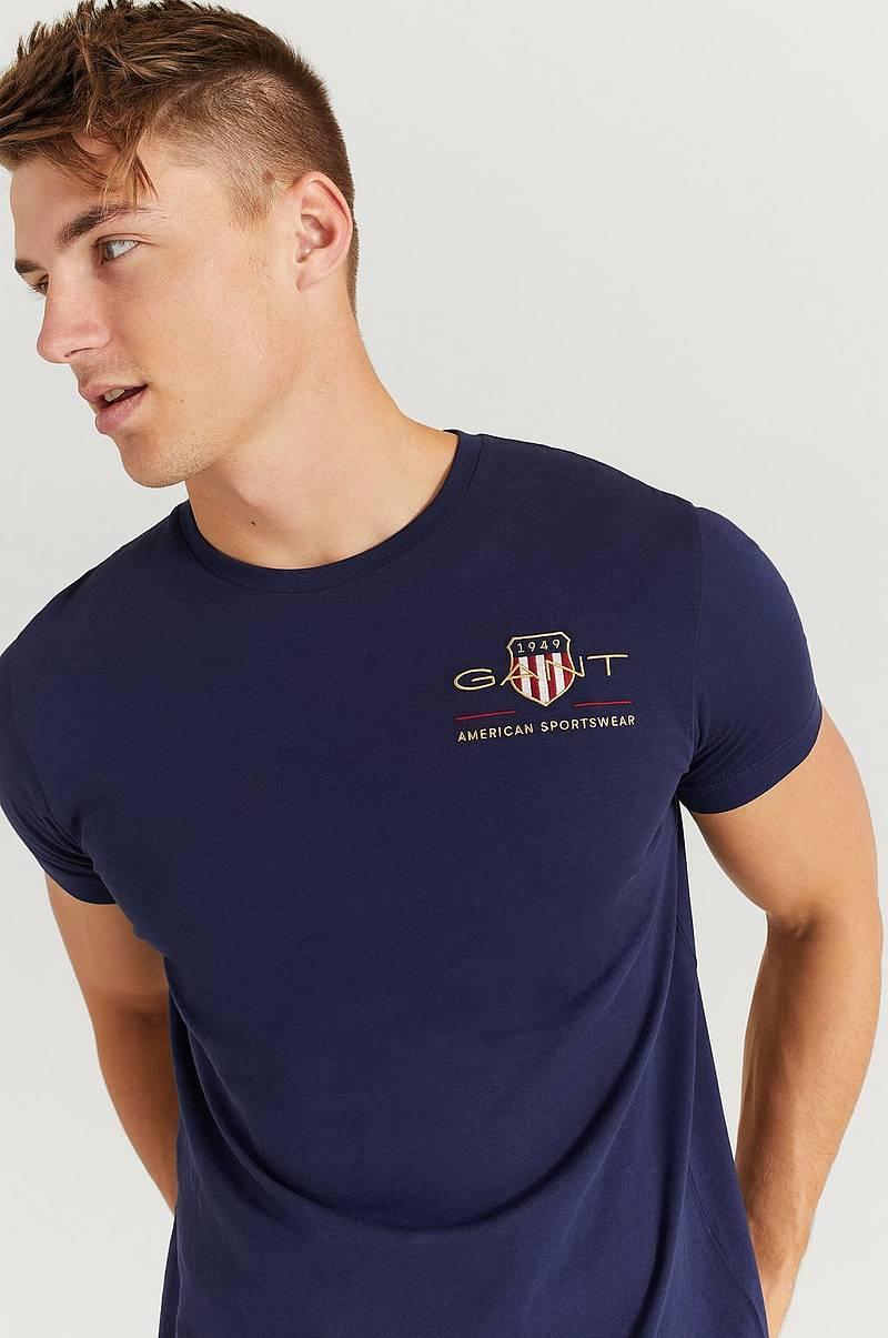 Ellos herresortiment omfatter et bredt utvalg skjorter
